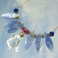 サファイヤブルーの翼を広げる 大天使ミカエルのエンジェルネックレス